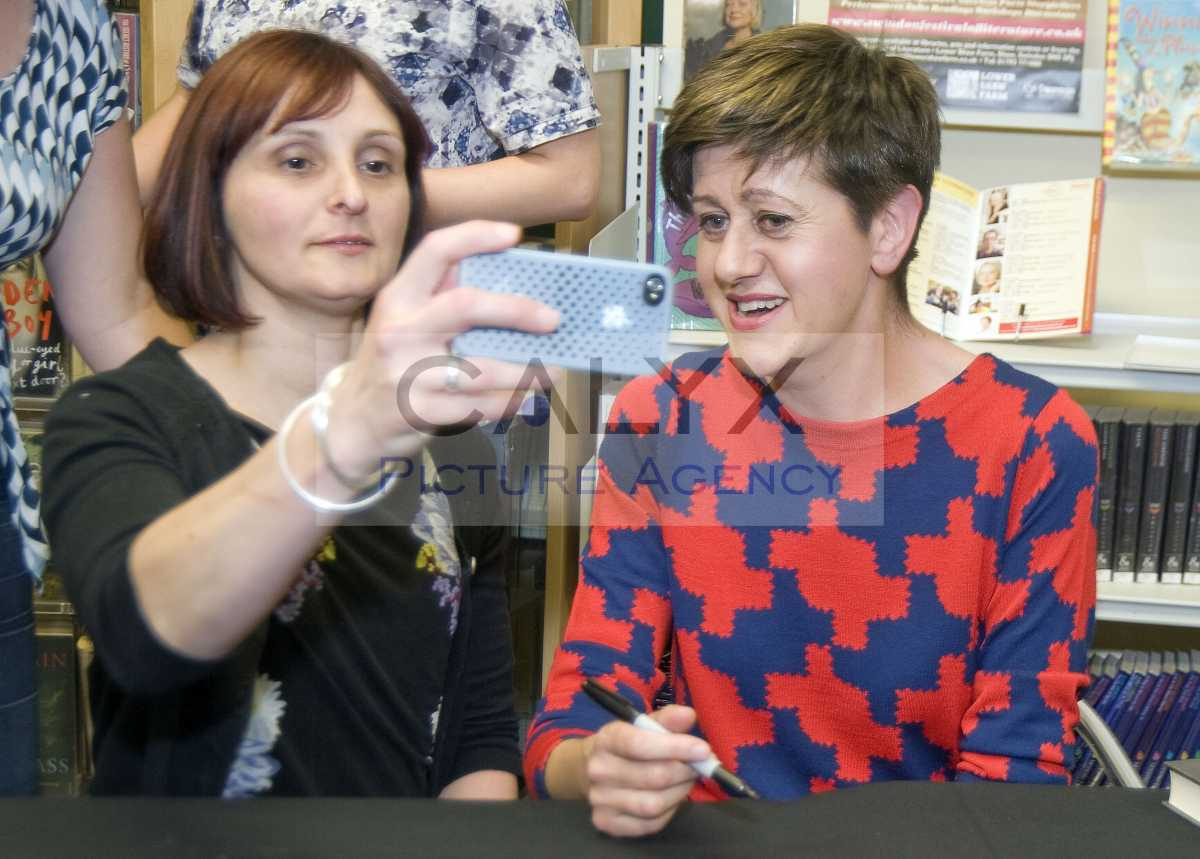 tracey thorn selfie_5097 L